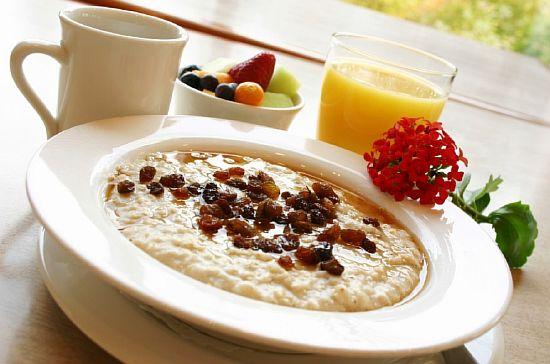 Плотный завтрак поможет проснуться утром