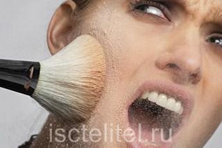 При демодексе лучше не пользоваться косметикой
