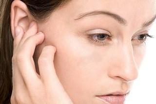 Почему чешутся уши внутри у человека